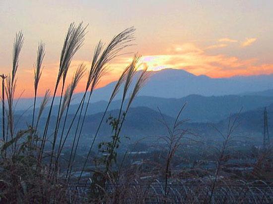 山間の夕暮れ
